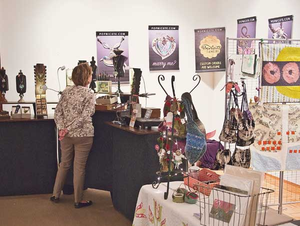 holiday artisan market popnicute jewelry