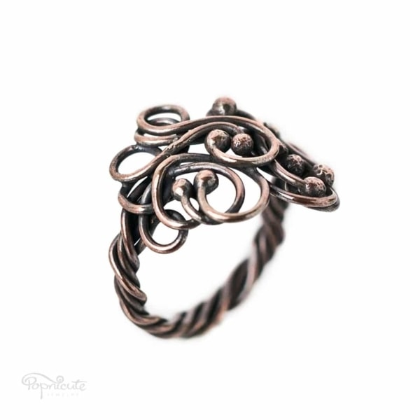 An adjustable arthritis ring for any of your finger. The design opens in the middle like a magic forest. Adjustable to size US 10 - 10.5. Arthritis friendly ring by Popnicute Jewelry. Side view.
